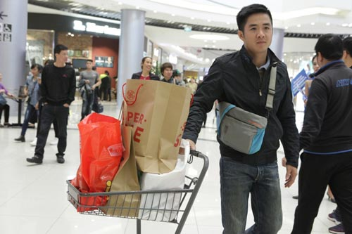 "ha noi: quy ong cung ""quay"" voi black friday hinh anh 7"