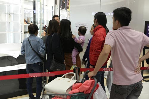 "ha noi: quy ong cung ""quay"" voi black friday hinh anh 13"