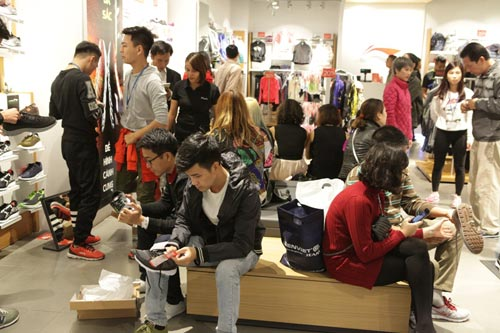 "ha noi: quy ong cung ""quay"" voi black friday hinh anh 4"