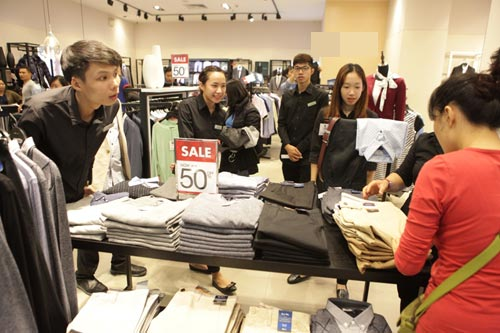 "ha noi: quy ong cung ""quay"" voi black friday hinh anh 3"