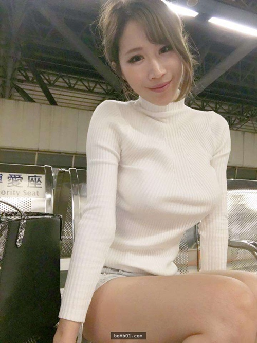 hot girl ban thit xien nuong tq khien quan an nuom nuop khach hinh anh 10