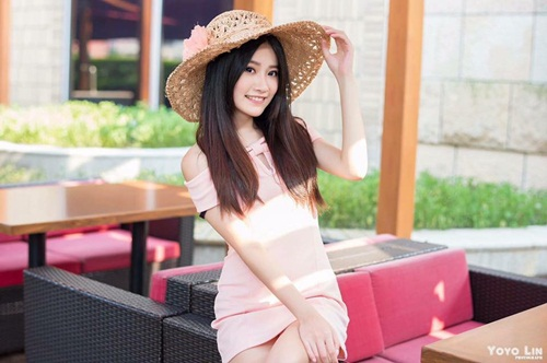 co giao tieng anh dien vay ngan khien lop hoc luon qua tai hinh anh 10