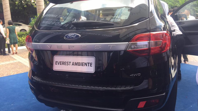 ford everest sap them ban so san o viet nam, gia duoi 1 ty hinh anh 2