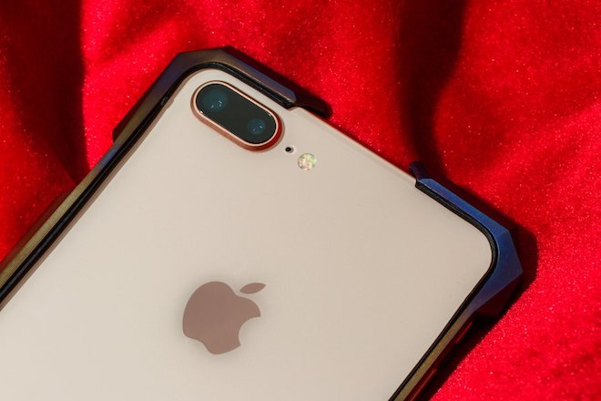 chiec op sieu doc nay co gia cao hon ca iphone 8/8 plus, iphone x hinh anh 10