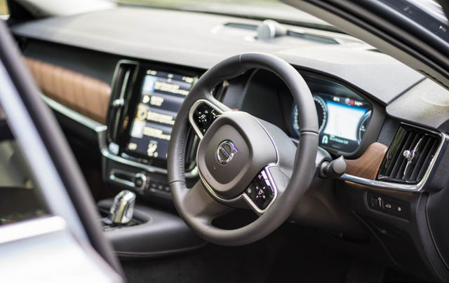 xe sang volvo s90 t8 hybrid co gia tu 2 ty dong hinh anh 2