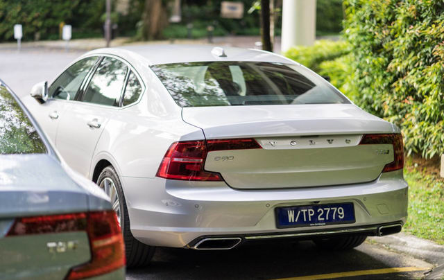 xe sang volvo s90 t8 hybrid co gia tu 2 ty dong hinh anh 3