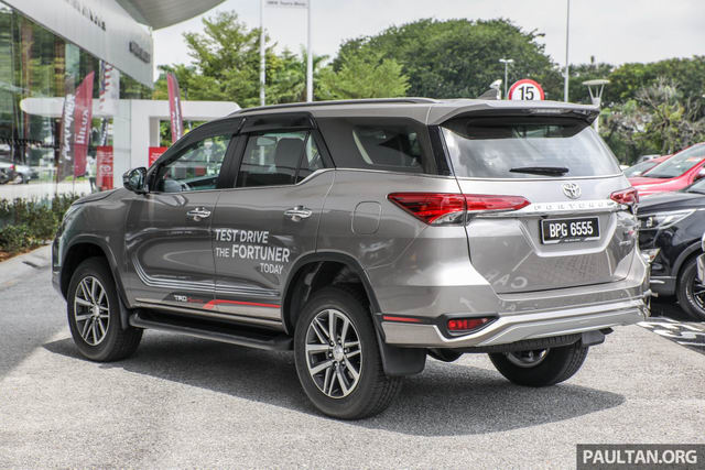 toyota fortuner 2017 co gia tu 915 trieu dong hinh anh 2