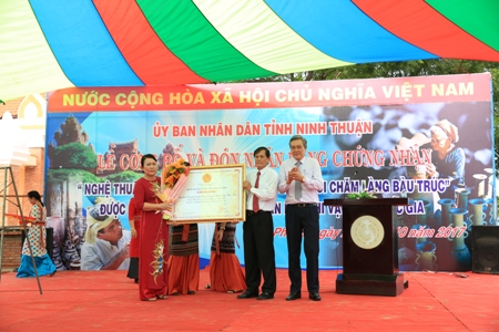 nghe lam gom bau truc duoc cong nhan di san phi vat the quoc gia hinh anh 1