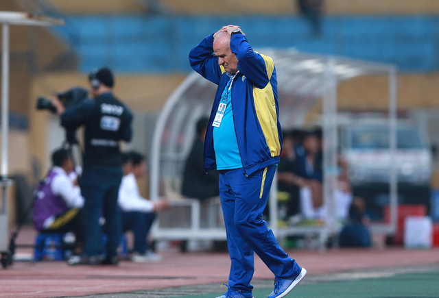 hlv petrovic tiet lo su that phat ngon 'soc' ve v.league hinh anh 1