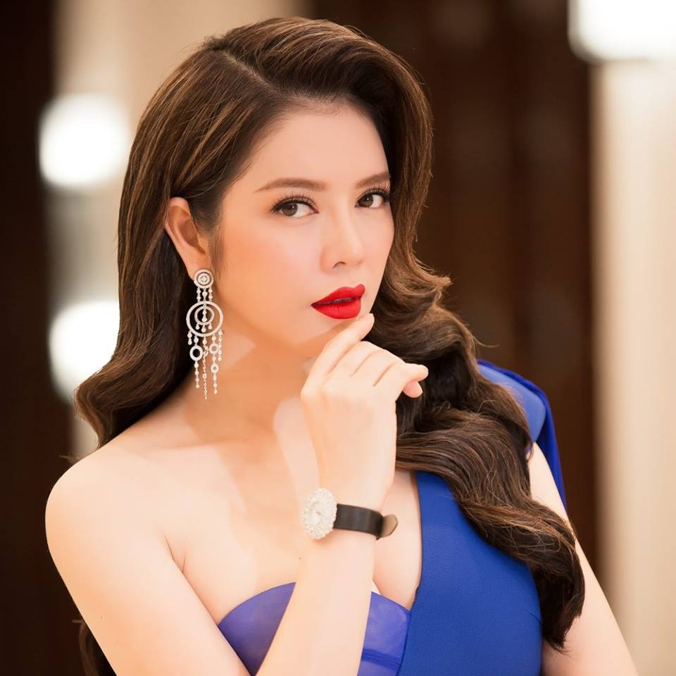 "ly nha ky, giang my dep ""quen tuoi"" tren ghe giam khao miss grand hinh anh 14"