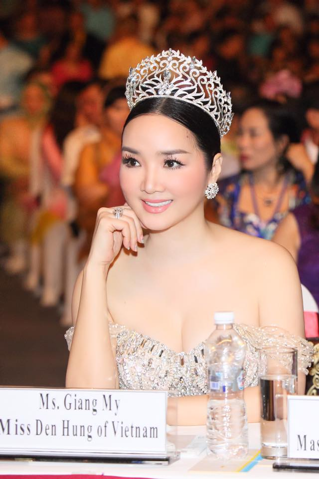 "ly nha ky, giang my dep ""quen tuoi"" tren ghe giam khao miss grand hinh anh 10"