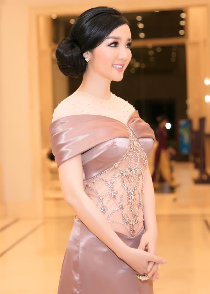 "ly nha ky, giang my dep ""quen tuoi"" tren ghe giam khao miss grand hinh anh 12"