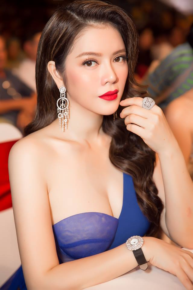 "ly nha ky, giang my dep ""quen tuoi"" tren ghe giam khao miss grand hinh anh 4"