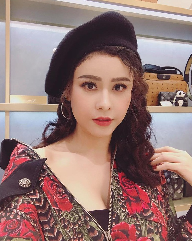 truong quynh anh mac do mong, khoet sau ai con che khe nguc hinh anh 1