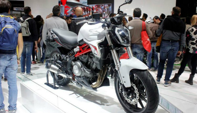 benelli 302s: noi am anh thuc su voi yamaha r3 hinh anh 1
