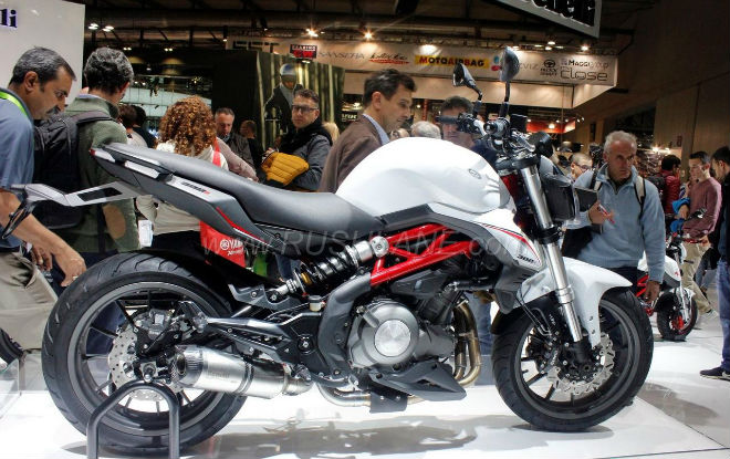 benelli 302s: noi am anh thuc su voi yamaha r3 hinh anh 2
