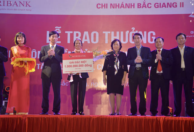 agribank trao giai dac biet so tiet kiem tri gia 1 ty dong hinh anh 1