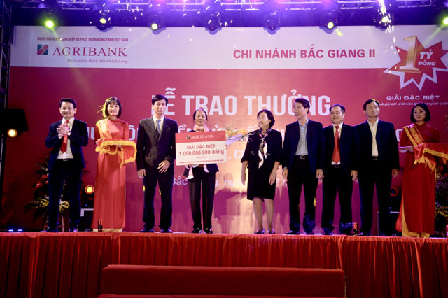 agribank trao giai dac biet so tiet kiem tri gia 1 ty dong hinh anh 2