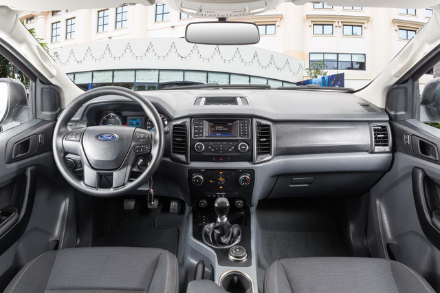 ford everest ambiente sap ban o viet nam co gi hay? hinh anh 3