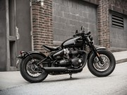 o to - Xe may - Triumph Bonneville Bobber Black se co gia tu 353 triẹu dòng