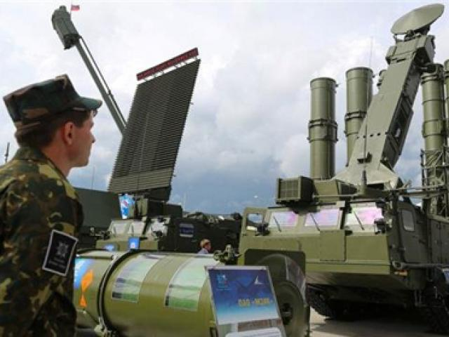 """""""rong lua"""" s-300 nga o syria """"tat dien"""" truoc """"chim an thit"""" f-22 my? hinh anh 2"""