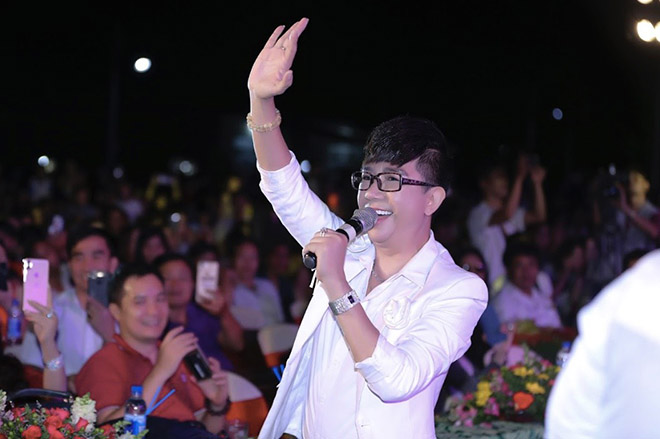 long nhat bo het show, ve que vo lam chan huy lam dieu y nghia hinh anh 2