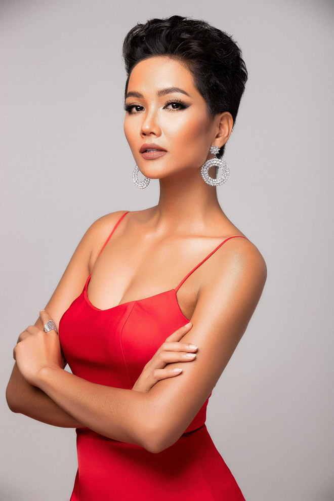 h'hen nie khoe than hinh tuong dong truoc them miss universe hinh anh 1