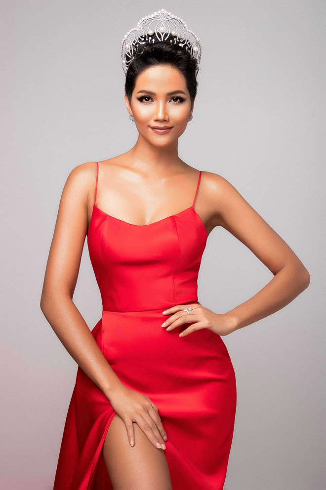 h'hen nie khoe than hinh tuong dong truoc them miss universe hinh anh 2