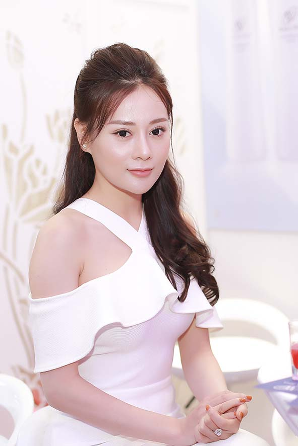 """phuong oanh """"quynh bup be"""" khoe vong 3 goi cam, quyen ru hinh anh 2"""