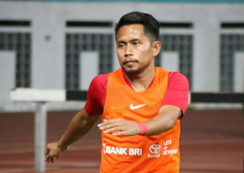 "thua singapore, ""messi indonesia"" run ray khi noi ve dt viet nam hinh anh 1"