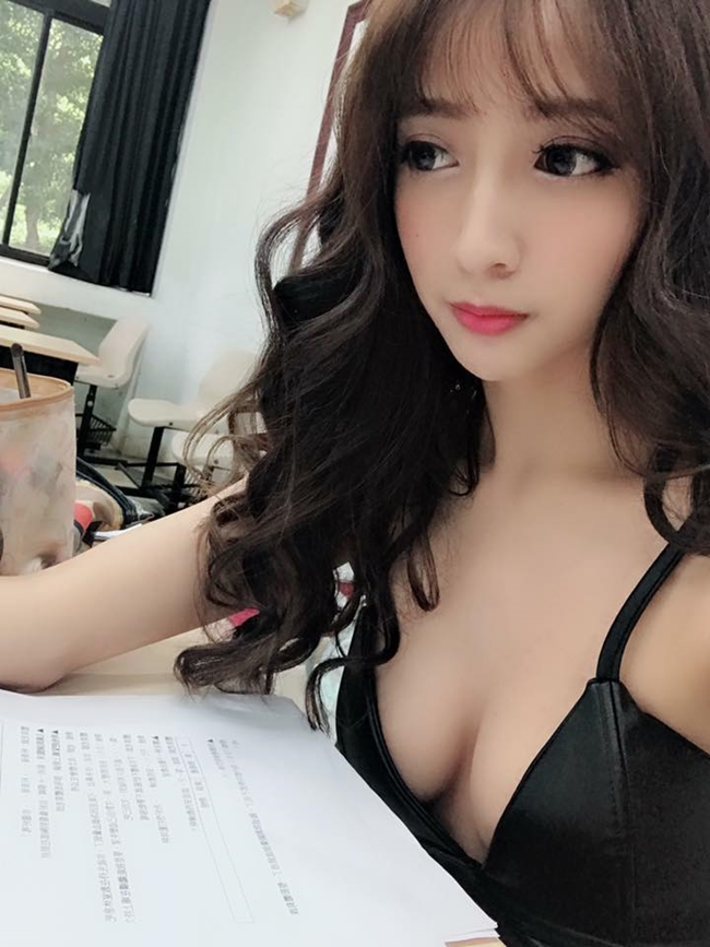 co tho cat toc qua sexy khien khach nam keo den nuom nuop hinh anh 9