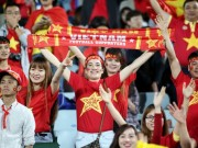 Ben le - AFF Cup: CdV Viet Nam vo doi ve... tieng on