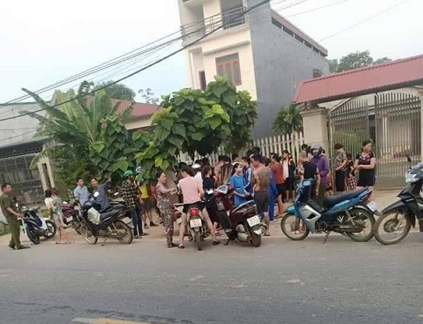 su that nguoi phu nu bat coc tre con, dung dao chem nguoi truy duoi hinh anh 1
