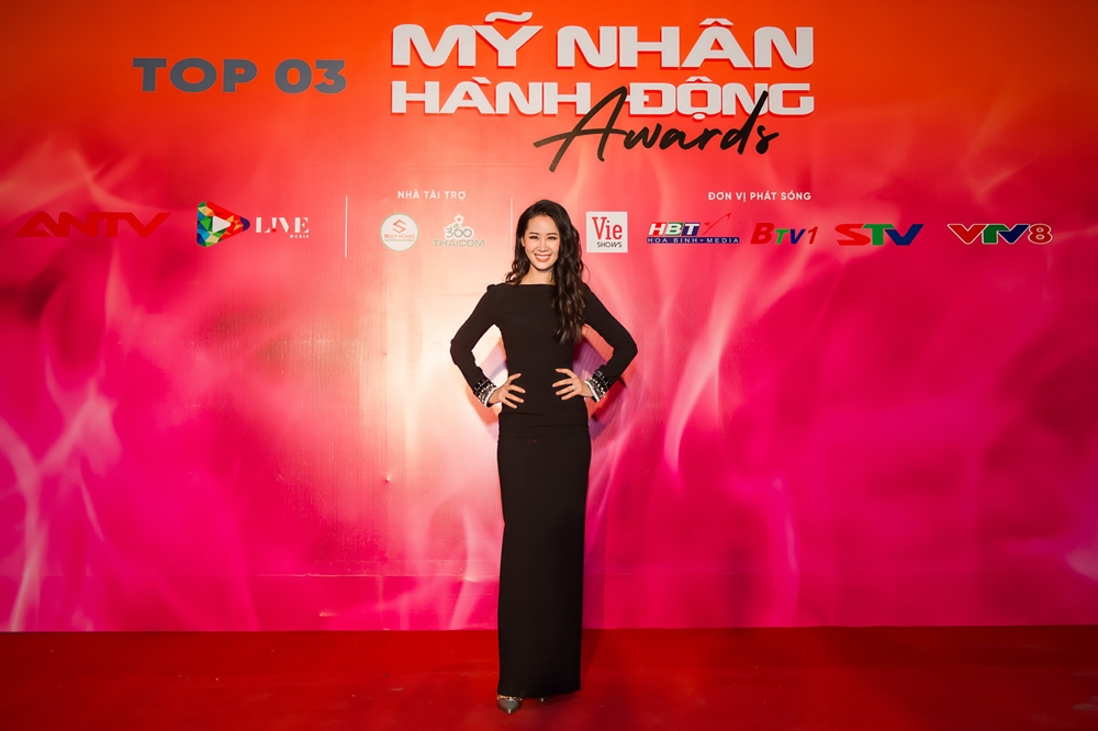 """truong ngoc anh, duong thuy linh khoe sac tren tham do """"my nhan hanh dong"""" hinh anh 1"""