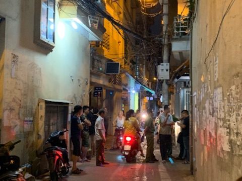 ha noi: nam thanh nien tu vong duoi be nuoc cua gia dinh hinh anh 1