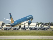 May bay Vietnam Airlines gap su co o Nga, va cham vao ong long