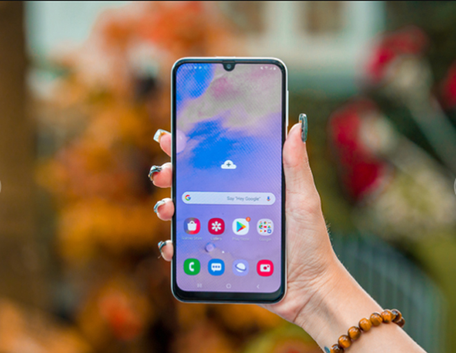 """danh gia galaxy m30s: smartphone chien game voi pin sieu """"khung"""" hinh anh 4"""