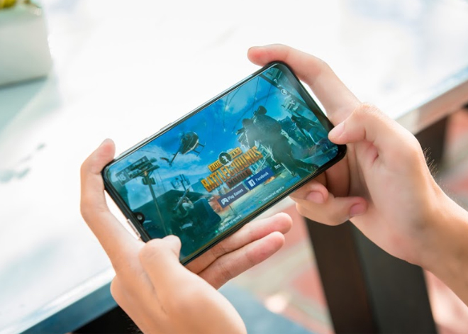 """danh gia galaxy m30s: smartphone chien game voi pin sieu """"khung"""" hinh anh 2"""
