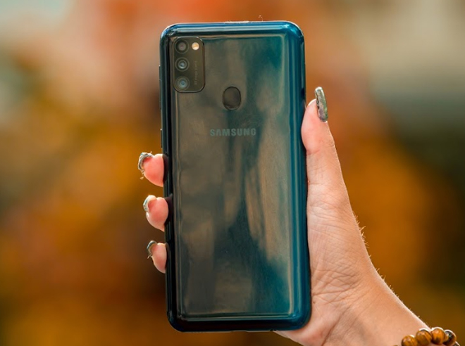"""danh gia galaxy m30s: smartphone chien game voi pin sieu """"khung"""" hinh anh 3"""