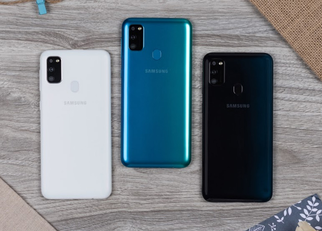 """danh gia galaxy m30s: smartphone chien game voi pin sieu """"khung"""" hinh anh 1"""