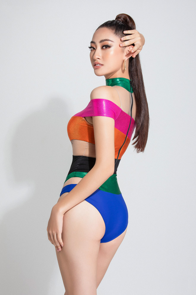 luong thuy linh mac monokini cut out hinh anh 8