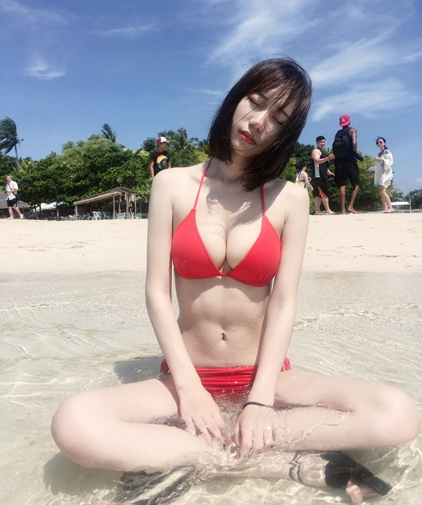mau nu dung vong 1 kep dien thoai giong hot girl world cup mong doi doi hinh anh 5