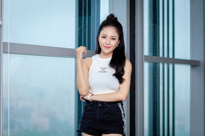 hot girl world cup tram anh sexy ben cu trong xoay sau on ao yeu pew pew hinh anh 2