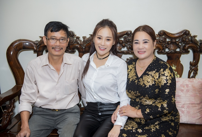 """quynh bup be"" phuong oanh ve que ha nam, fan den nha vay kin hinh anh 1"