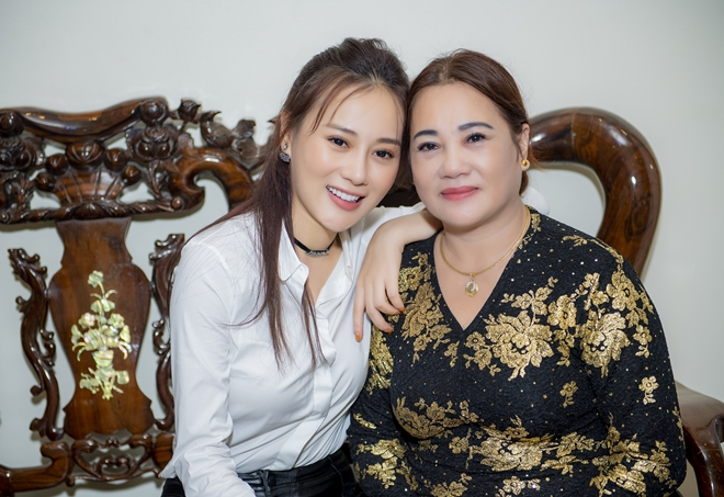 """quynh bup be"" phuong oanh ve que ha nam, fan den nha vay kin hinh anh 2"