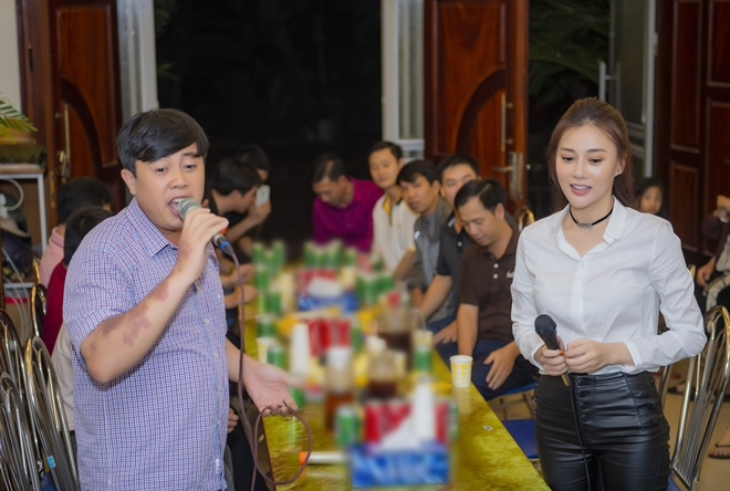 """quynh bup be"" phuong oanh ve que ha nam, fan den nha vay kin hinh anh 7"