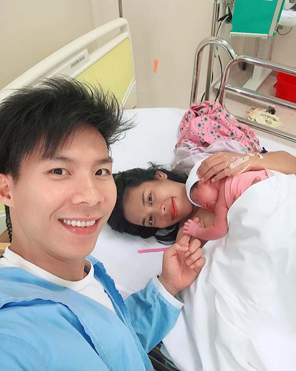 quoc nghiep vao tan phong sinh don con gai chao doi sau lap ky luc guiness the gioi hinh anh 1